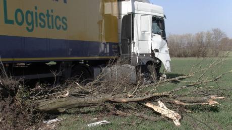 Einen Unfall mit einem Sattelzug hat es am Freitagvormittag bei Staudheim gegeben.