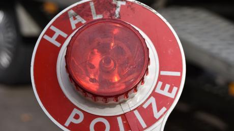 Bei einer Verkehrskontrolle der Polizei in Affing ist eine 26-jährige Frau ohne Führerschein aufgeflogen.