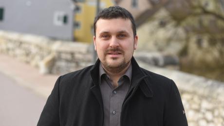 Er ist erst 34 Jahre alt und tritt offiziell am 1. Mai sein Amt als Bürgermeister der Stadt Harburg an: der parteilose Christoph Schmidt.