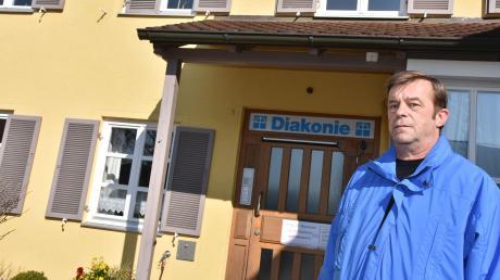 Tief betroffen über die Serie von Todesfällen im Harburger Pflegeheim ist dessen Leiter Michael Kupke. Seit Samstag starben neun Personen in der Einrichtung des Diakonievereins Harburg und Umgebung.