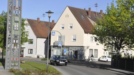 Wird sich über mehrere Monate hinziehen: der Ausbau der Hauptstraße im Rahmen der Ortskernsanierung in Bäumenheim.  Foto: Helmut Bissinger