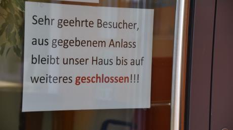 Das Pflegeheim der Diakonie in Harburg ist geschlossen. Dort sind zahlreiche Mitarbeiter und wohl auch Bewohner mit dem Coronavirus infiziert.