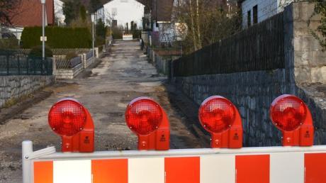 Am Urnenfeld in Wemding laufen Bauarbeiten. Kanal, Wasserleitung und Straßen werden saniert beziehungsweise erneuert.