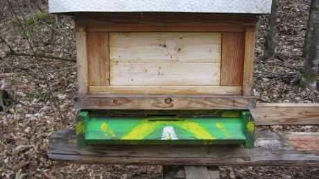 Dieser Bienenkasten ist in Monheim samt der Bienen geklaut worden.
