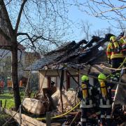 In Wemding ist dieses Bauwerk auf dem Gelände des Klosters weitgehend zerstört worden. Die Feuerwehr löschte die Flammen.