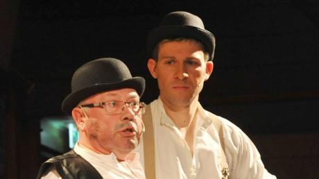 Nicht nur für die Bürgermeister Robert Ruttmann (gespielt von Wolfgang Guttmann, links) und Gerhard Pfitzmaier (Christian Modlmair) hätte das diesjährige Starkbierfest ein Abschied in würdevollem Rahmen sein sollen.