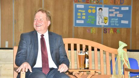 Bei allem Wehmut auch Grund zum Lachen hatte der Harburger Bürgermeister Wolfgang Kilian in einer ungewöhnlichen Sitzung des Stadtrats in der Aula der Schule.