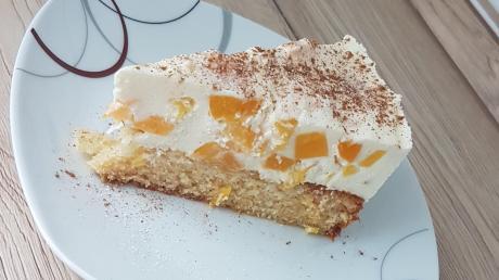 Lecker sowie schön: der Sahne-Pfirsich-Kuchen mit Zimt.