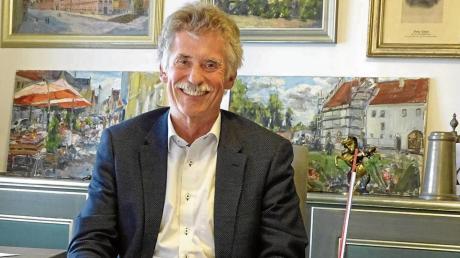 Bürgermeister Gerhard Martin an seinem Schreibtisch im Rathaus. Ein Anblick, der in wenigen Tagen schon der Vergangenheit angehören wird. Ab 1. Mai sitzt dort sein Nachfolger Karl Rehm.