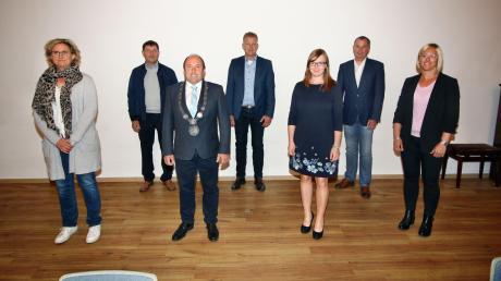 Neu im Gemeinderat in Buchdorf: (von links) Christiane Würth, Klaus Reile, Bürgermeister Walter Grob, Arthur Wiest, Franziska Gerstmeier, Josef Behringer und Sandra Fischer.
