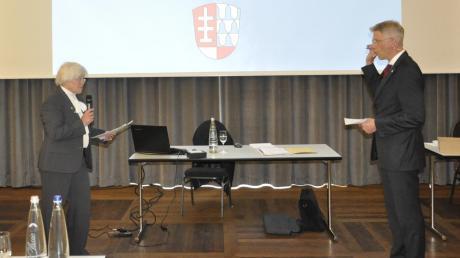 Wurde in der Sitzung im Saal der Alten Brauerei von Ulrike Hampp-Weigand als Bürgermeister von Mertingen vereidigt: Veit Meggle.