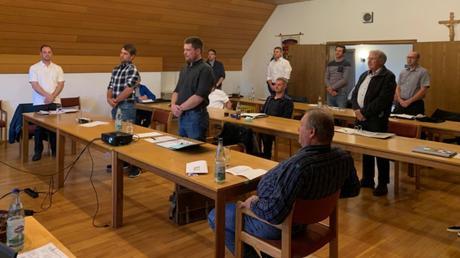 Bei der Vereidigung der neuen Marxheimer Gemeinderäte: (von links) Marco Schwab, Christian Hertl, Andreas Mayr, Alexander Knoll, Jochen Leinfelder, Hermann Müller, Reiner Baumann und Matthias Maile.