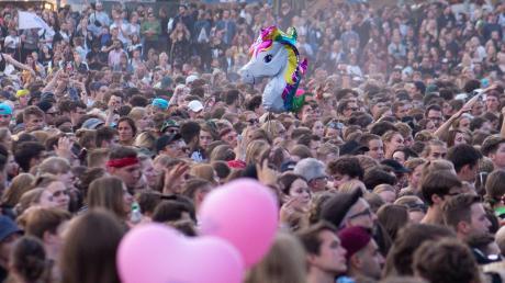 Dicht aneinandergedrängt, singend, tanzend und trinkend im Festival-Publikum – das wird es mindestens dieses Jahr nicht geben. Auch die Festivals in der Umgebung sind zum Bedauern der Veranstalter, Lieferanten und Dienstleister abgesagt.