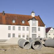 Auf Hochtouren läuft ein weiterer Abschnitt der Ortskernsanierung in Bäumenheim. 2,5 Millionen Euro sind dafür bislang vorgesehen.