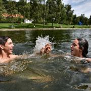 Ab Montag ist es endlich so weit: Freibäder dürfen öffnen. Die verkürzte Saison beginnt auch in der beliebten Badeanstalt am Lohweiher in Wemding – allerdings ist der Besuch zunächst den Wemdingern und Übernachtungsgästen vorbehalten.