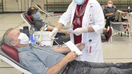 Das Interesse am Blutspenden ist im Landkreis Donau-Ries trotz Corona ungebrochen, wie hier beim jüngsten Termin in der Stauferhalle in Donauwörth.