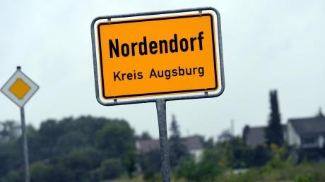 Tragödie in Nordendorf im nördlichen Landkreis Augsburg: Ein 16-Jähriger und sein 15 Jahre alter Freund wurden dort am Samstag tot aufgefunden. Die Hintergründe sind noch unklar.