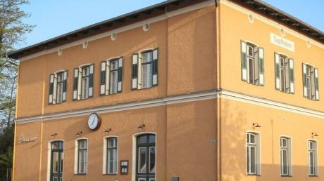 Der vorbildlich sanierte Bahnhof in Tapfheim wurde jetzt ausgezeichnet.
