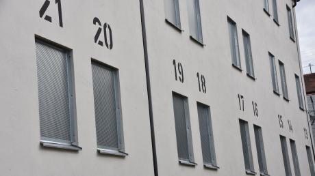 In der JVA Kaisheim sollen fünf Häftlinge einen Mitgefangenen misshandelt haben.