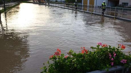 In einen gewaltigen Strom verwandelte sich die Ussel in Daiting beim Starkregen am Freitagabend.