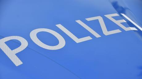Unbekannte haben in Donauwörth einen Bus erheblich beschädigt Die Polizei bittet um Hinweise.