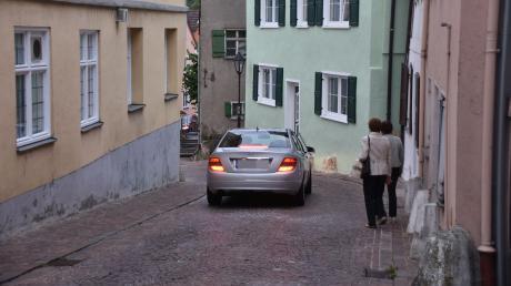 In den engen Gassen der Harburger Altstadt sind Parkplätze knapp.