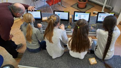 Der Landkreis Günzburg will die Schulen digital besser ausstatten.