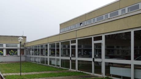 An der Grundschule Rain sollen die alten Bereiche abgerissen und durch einen Neubau ersetzt werden