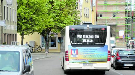 Das Nahverkehrskonzept in Nördlingen soll verbessert werden. Unter anderem soll von mehreren umliegenden Gemeinden halbstündlich ein, im Idealfall elektrisch betriebener Kleinbus, die Stadt anfahren. Die Idee fand bei den Kreisräten Anklang.