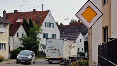 Die Staudheimer wollen nicht noch mehr Verkehr als bisher in ihrer Hauptstraße mit diversen Engstellen. Der aber wird kommen, falls beim dreispurigen Ausbau der B 16 durch ihr Dorf umgeleitet wird.