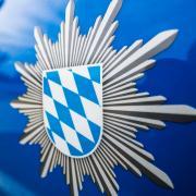 Ein Polizeibeamter und ein Ersthelfer reanimierten  einen 70-jährigen Radfahrer, der einen Herzinfarkt erlitt.