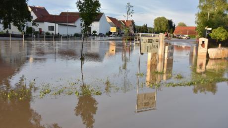 Das Zentrum von Daiting war am 19. Juni nach einem Starkregen komplett überschwemmt, da die Ussel über die Ufer trat. Der Gemeinderat will nun Maßnahmen ergreifen, aber auf eine große Studie verzichten.