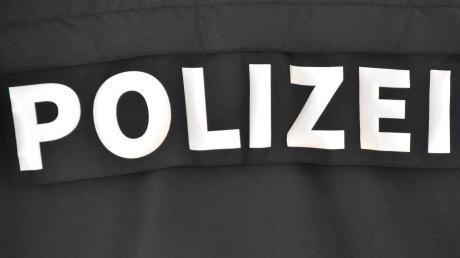 Die Polizei in Gersthofen sucht zwei Unfallversursacher, die in Neusäß zwei Autos beschädigt haben.