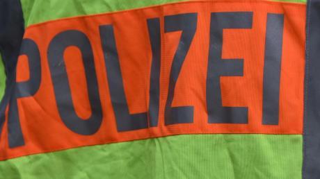 Eine Pedelec-Fahrerin ist bei Motzenhofen mit einem Kleintransporter kollidiert.