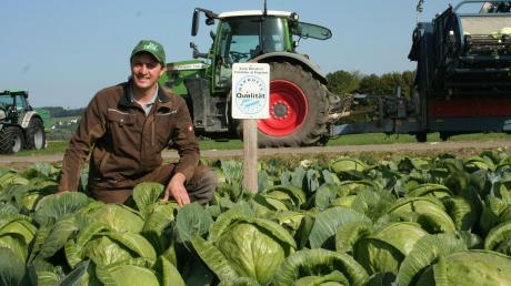 Florian Wiebels Betrieb in Bäumenheim spiegelt die Vielfalt der Landwirtschaft in der Region wider: Er baut nicht nur Kräuter an, sondern unter anderem auch Weißkohl, Dinkel, Weizen und Zuckerrüben. Im Landkreis Donau-Ries ist die Lebensmittelproduktion ein wichtiger Wirtschaftsfaktor.
