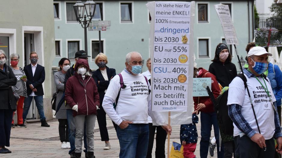 Unter den Demonstranten im Donauwörther Ried waren auch mehrere ältere Personen.