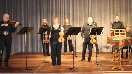 Sie gastierten mit Barockmusik in Mertingen zusammen mit Weltklasse-Geigerin Pauline Nobes (Dritte von links).