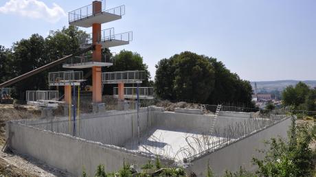 Eine der Fragen, die unsere Leser im Jahr 2021 beschäftigt: Kann man in diesem Sommer im erneuerten Freibad in Donauwörth schwimmen?