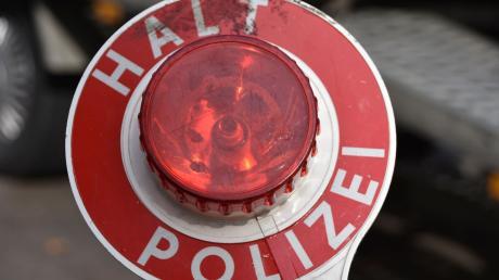 Die Polizei hat bei Genderkingen einen Gülletransporter gestoppt.