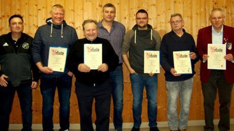Auf der Jahreshauptversammlung des TSV Wolferstadt gab es einige Ehrungen. Das Bild zeigt (von links) Wolfgang Jaumann, Mario Fasshold, Alois Vogel (50 Jahre), Paul Wenninger, Michael Schalk, Manfred Schönmeier (50 Jahre) und Willi Kupies (50 Jahre).