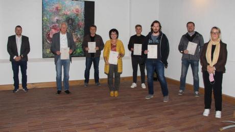 Beim FC Mertingen standen Ehrungen an. Das Bild zeigt (von links) Zweiten Vorsitzenden Dominik Feldner, Johann Mair, Johann Jung , Monika Wolf, Tobias Mauch, Benedikt Berchtenbreiter, Michael Käser und Vereinschefin Doris Mayrle.
