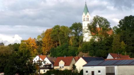 Die Pfarrkirche Bayerdilling wie sie heute vom Kirchberg herunterschaut.