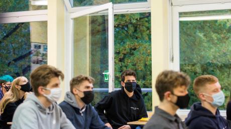Der Landkreis Donau-Ries handhabt das 1,5-Meter-Abstandsgebot in Schulen relativ streng. Das erzeugt Unmut und Unverständnis bei zahlreichen Eltern.