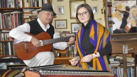Nach dem Tod seines Bruders Dietmar hat sich Reiner Panitz mit seiner Tochter Flavia zusammengetan, um Musikkabarett zu machen.  Sie treten auch  Thaddäus-Programm auf.