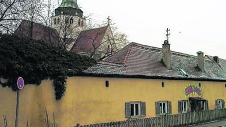 An dieser Stelle an der Hauptstraße in Kaisheim soll seit Jahren eine Wohnanlage gebaut werden.