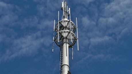 """Mobilfunkbetreiber arbeiten daran, Funklöcher im Landkreis Aichach-Friedberg zu beseitigen und 5G auszubauen. Doch noch gibt es """"graue Flecken""""."""