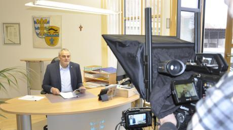 Oberndorfs Bürgermeister Franz Moll zieht vor laufender Kamera seine Jahresbilanz. Das Video läuft ab Mittwoch im Internet auf der Homepage der Gemeinde.