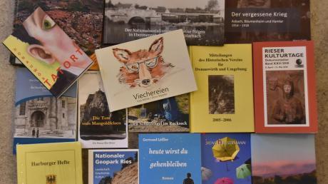 In der jüngeren Vergangenheit sind im Donau-Ries-Kreis zahlreiche Bücher erschienen, die von der Region handeln oder die hiesige Autoren geschrieben haben. Hier eine Auswahl.