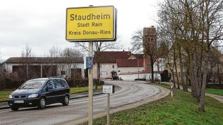 Die innerörtliche Situation des Dorfes Staudheim verträgt sich nicht mit einem Umleitungsverkehr von rund 5000 bis 7000 Fahrzeugen täglich – finden die Staudheimer. Sie hoffen auf das Verkehrsgutachten und darauf, dass sich eine Alternative daraus ergibt.