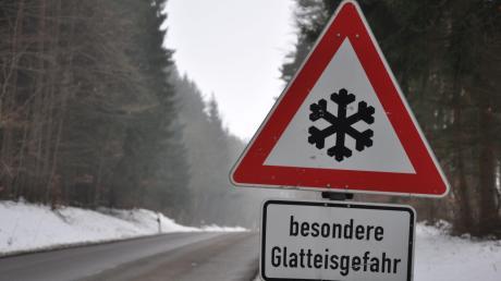 Auf den Straßen im Landkreis Donau-Ries hat es wieder einige Glätteunfälle gegeben.